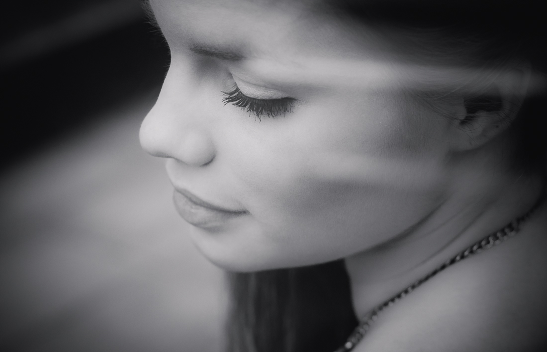 Colourless Reflection