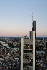 Commerzbank-Tower in der blauen Stunde