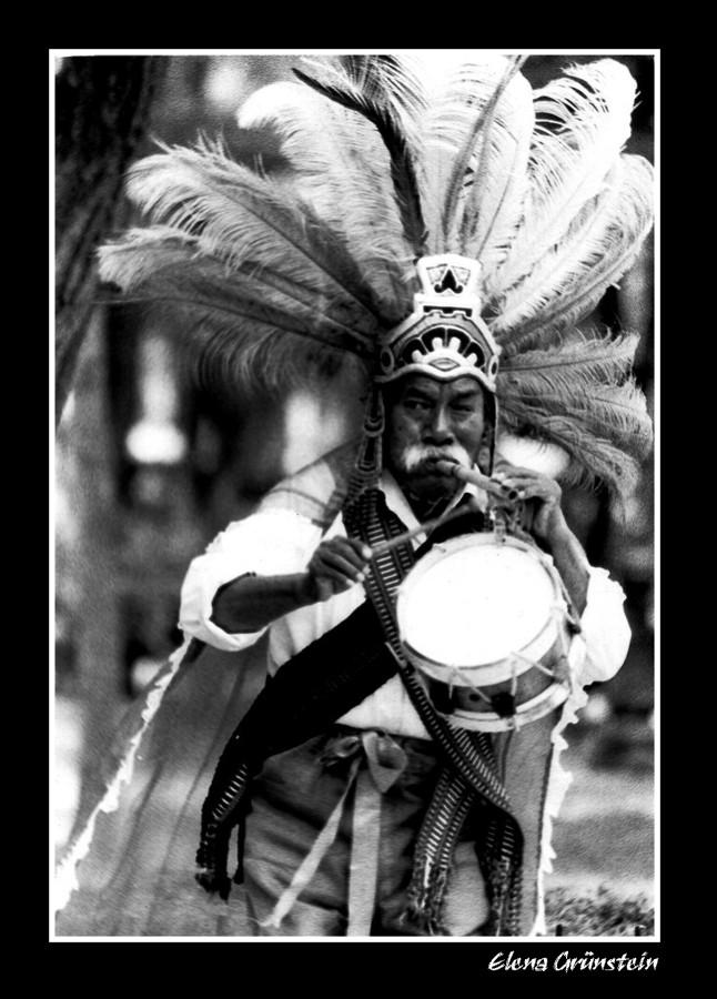 Con la flauta y el tambor