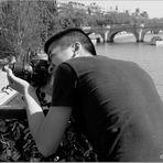 Concentration du photographe de rue...