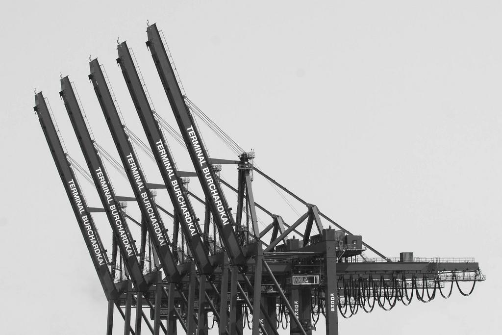 Container-Kräne am Hamburger Hafen