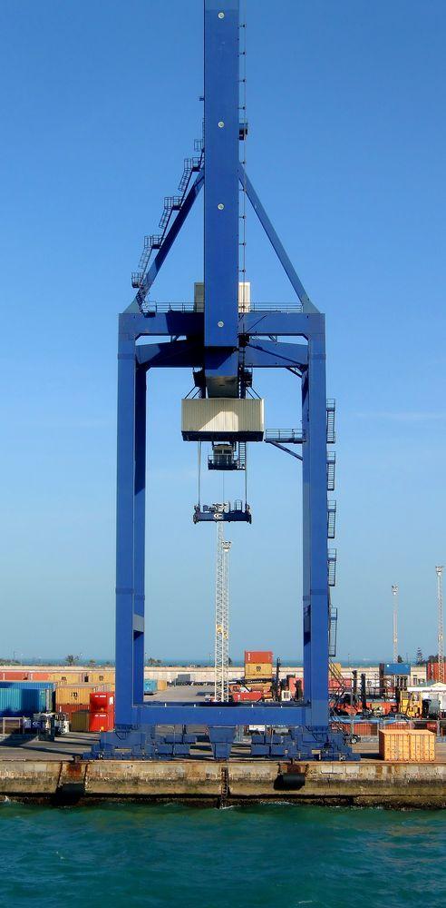 Containerkran im Hafen von Cadiz