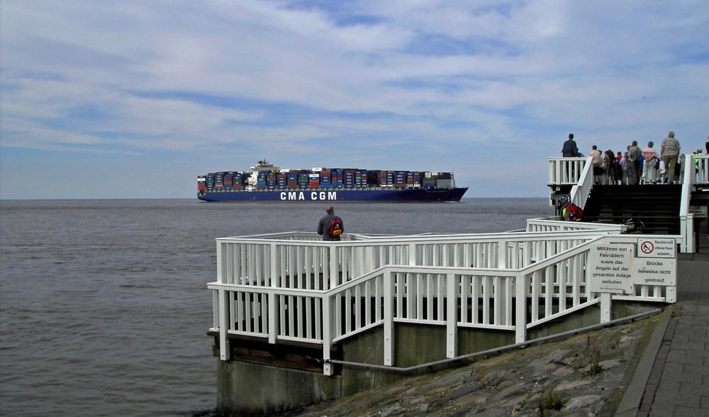 Containerschiff bei Cuxhafen