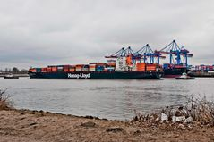 Containerschiff Kobe Express wird gedreht #1