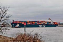Containerschiff Kobe Express wird gedreht #2