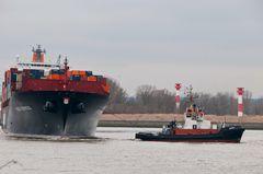 Containerschiff Kobe Express wird gedreht #4