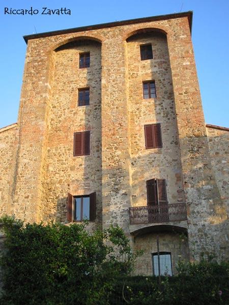 Contignano (SI): torre civica