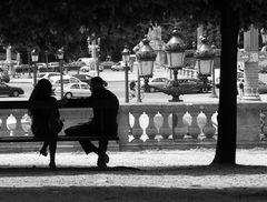 Conversation sur un banc
