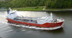 Coral Ivory im Kanal   -   Flüssiggas-Tanker