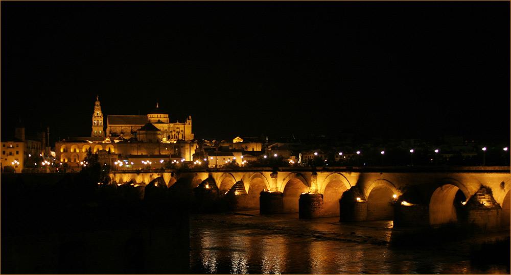 Cordoba - römische Brücke und Blick auf die Mezquita