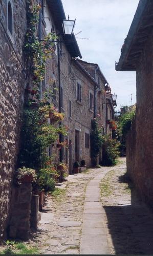 Cortona, eines dieser steilen Gässchen