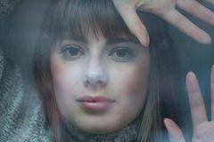Cosima hinter Glas