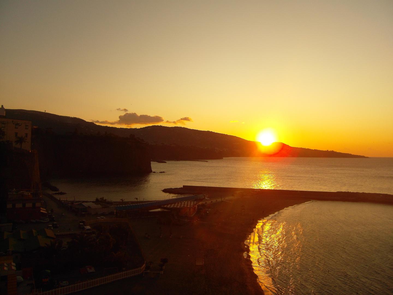 Costiera sorrentina-Meta di Sorrento: il fascino di un tramonto di fine inverno...