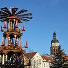Cottbus: Weihnachtspyramide und Turm der Oberkirche