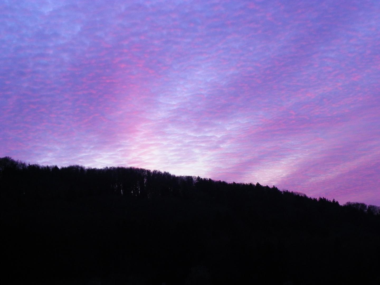 Couché de soleil derrière la colline!!