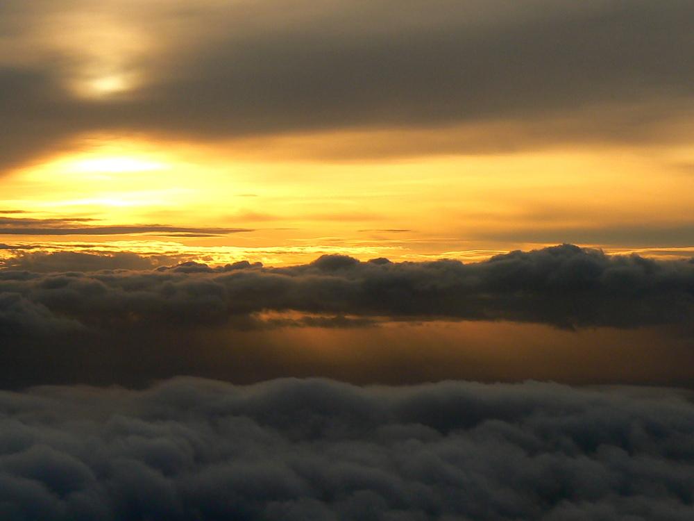Coucher de soleil au dessus de la mer de nuages ( 2 )au dessus de la mer Méditerranée