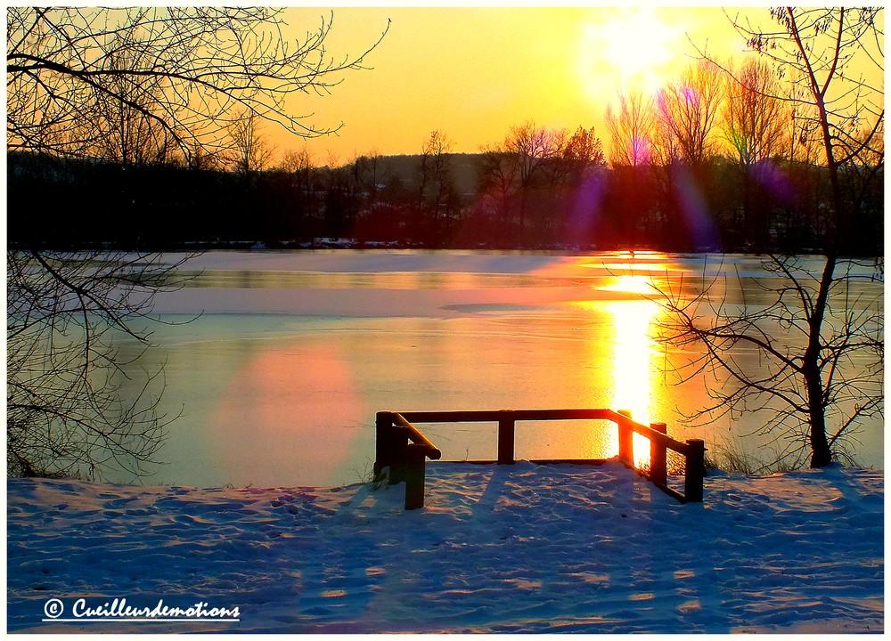 coucher de soleil sur le lac gele...