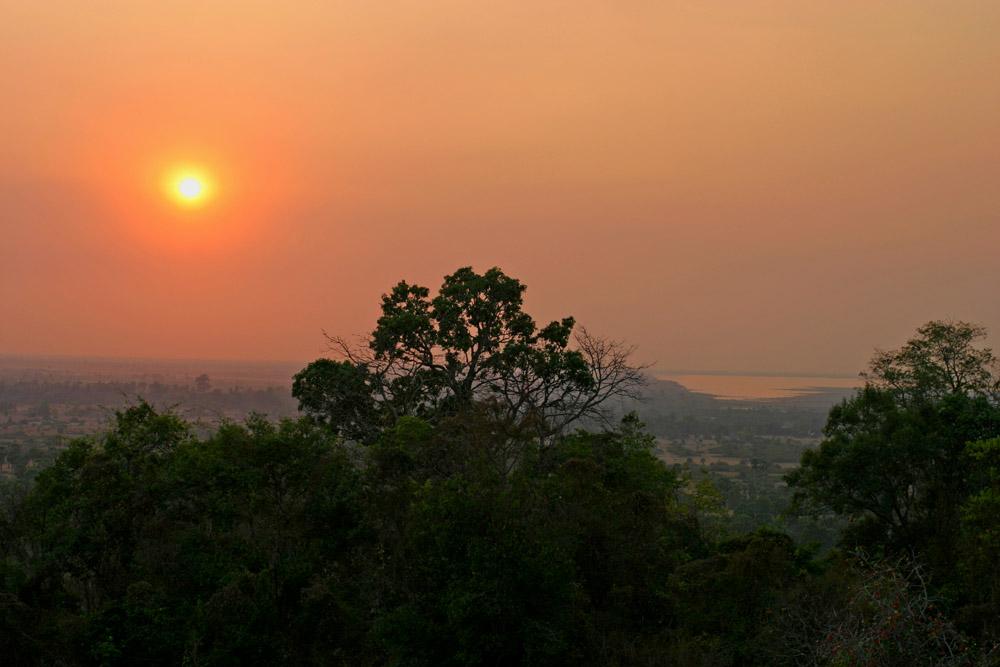 Coucher de soleil sur le Tonlé Sap, près de Siem Riep, Cambodge
