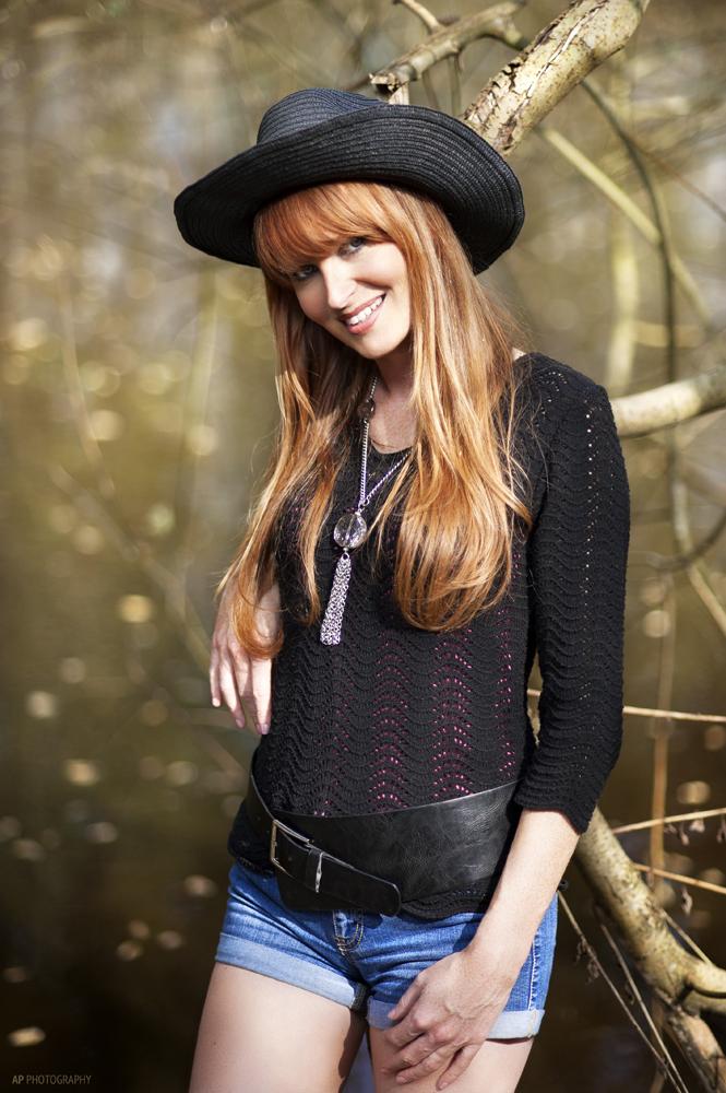 Cowgirl in der Wildnis.