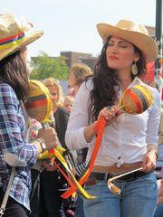Cowgirls mit Rasseln und Peitsche