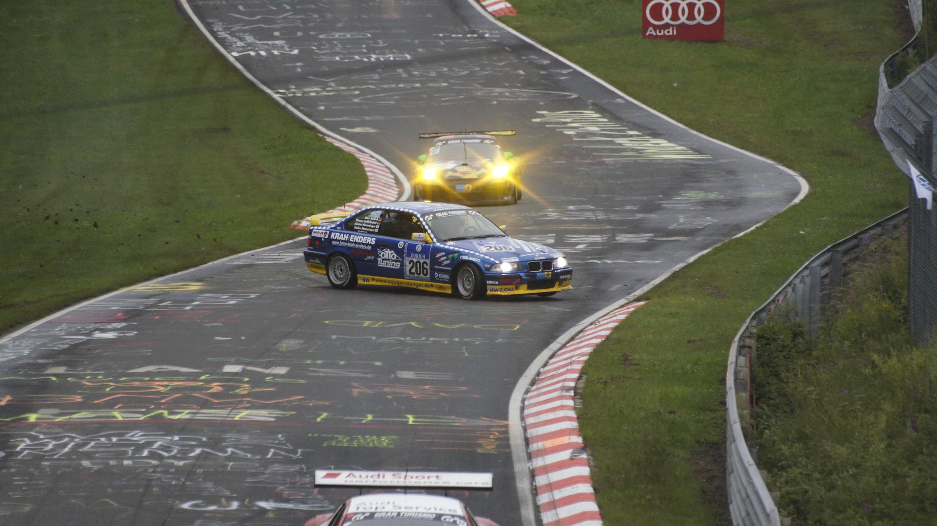 Crash im Pflanzgarten 24 Stunden Nürburgring 2011