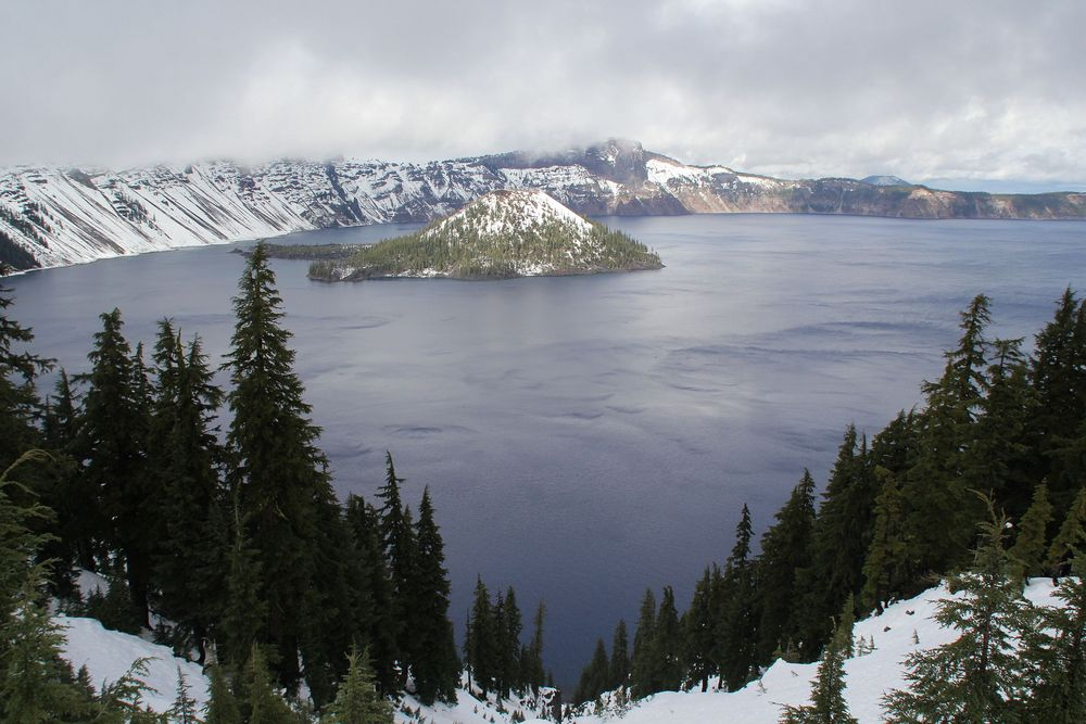 Crater Lake im gleichnamigen Nationalpark im Süden von Oregon...