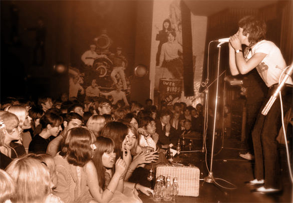 CREATION The -auf der Starclub-Bühne-