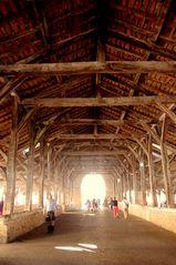 Crémieu - Isère - intérieur de la halle