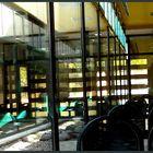 Cristalerías y reflejos en la sala de espera.
