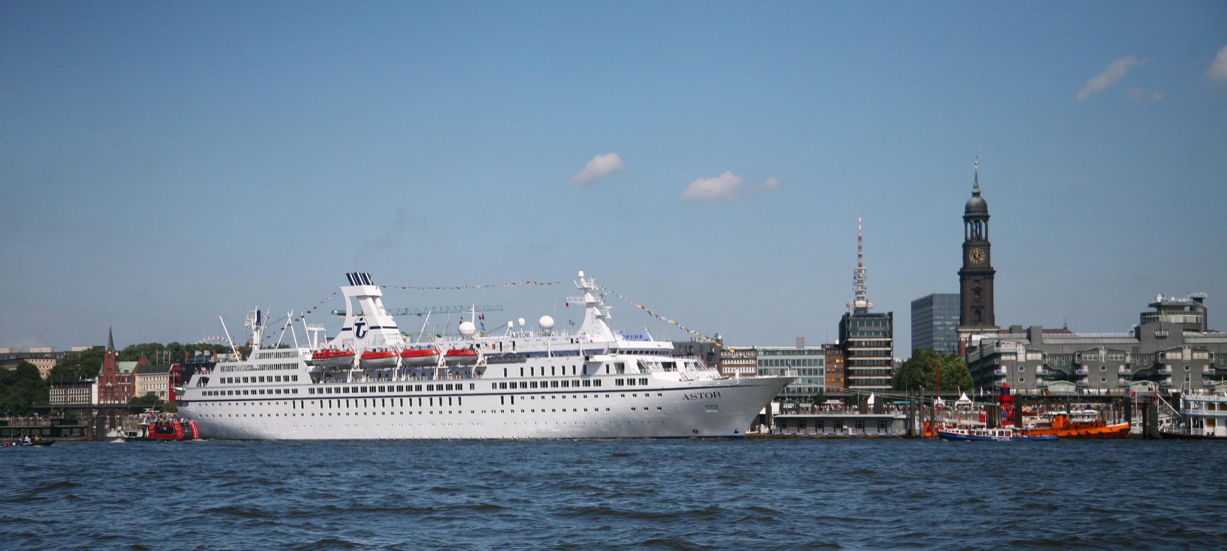"""Cruise Days """"Astor mit Hafenansicht"""""""