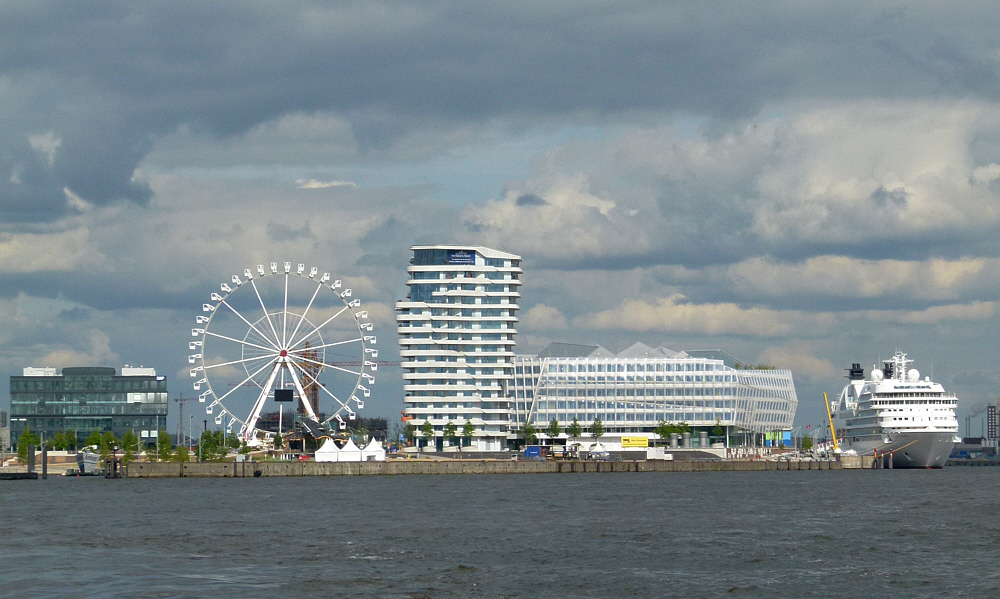 Cruise-Terminal mit Riesenrad