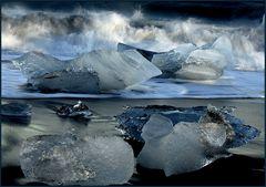 crushing ice - jökulsárlón