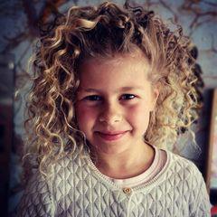 Cuty curly girly
