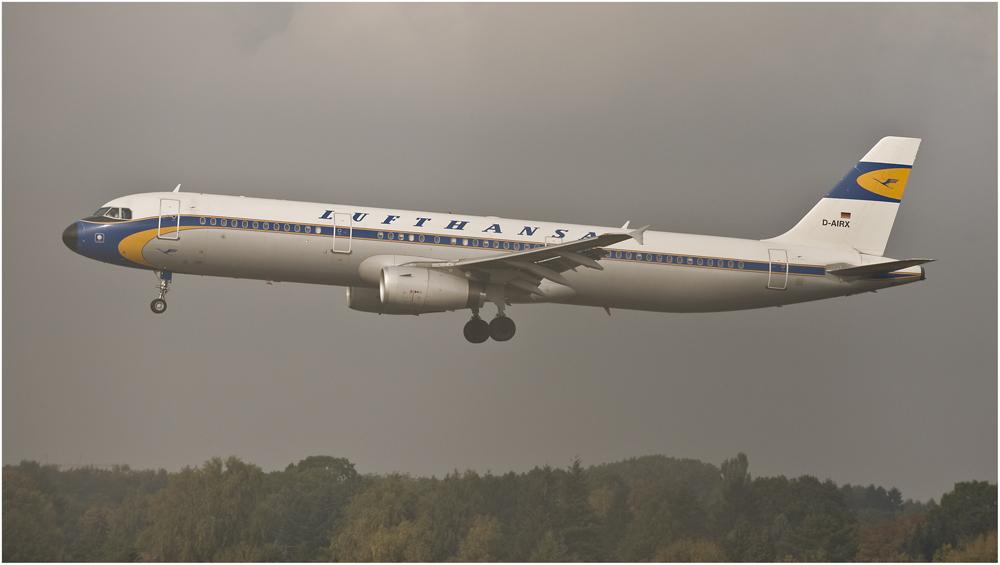 D-AIRX - Airbus A321 der Lufthansa mit einer Sonderlackierung der 50er