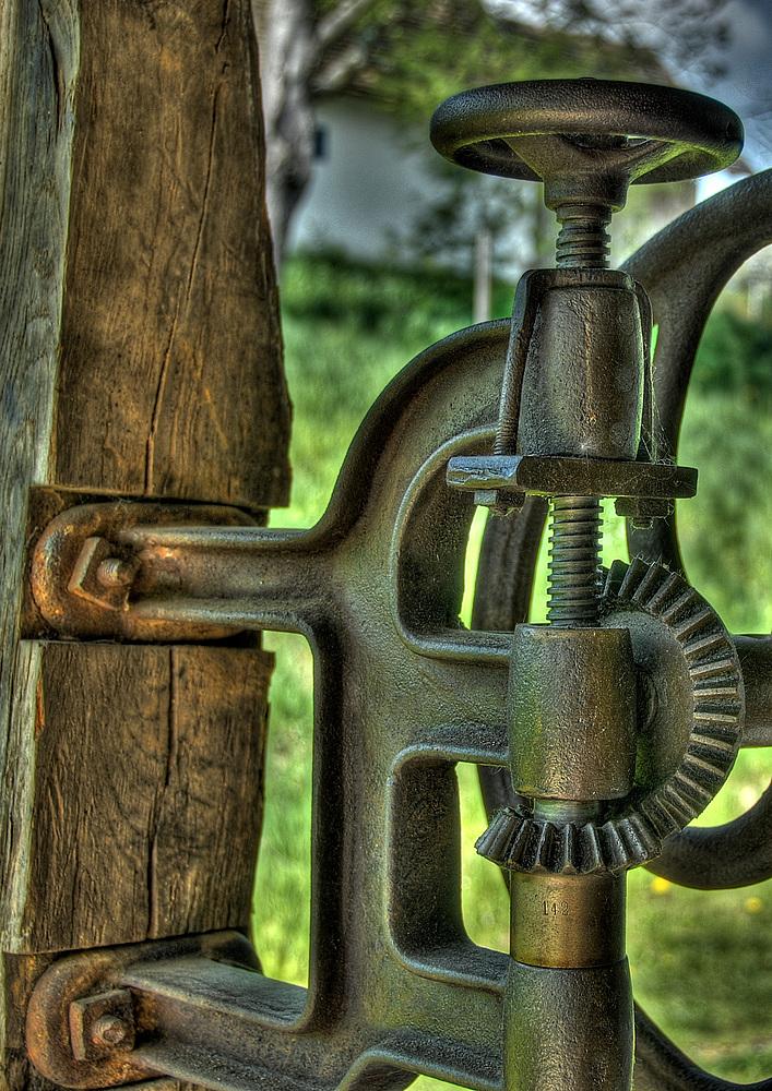 Da hängt der Hammer