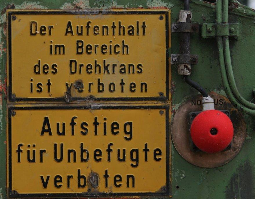 Da is aber auch nix erlaubt....AUSSER: Den roten Knopf zu druecken