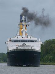 Da kommt das Kreuzfahrtschiff QUEST FOR ADVENTURE