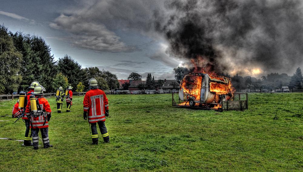 da weint der Holländer.......wenn der Wohnwagen brennt