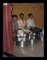 Dabbawalas im Zug