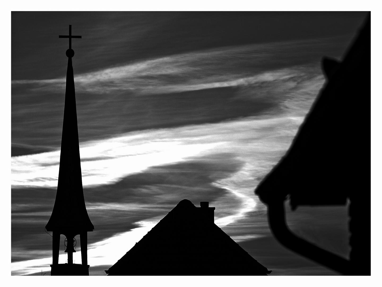 Dächer und Kirchturm ...