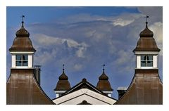 Dächer und Wolken