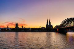 Dämmerstunde am Rheinufer 20:51