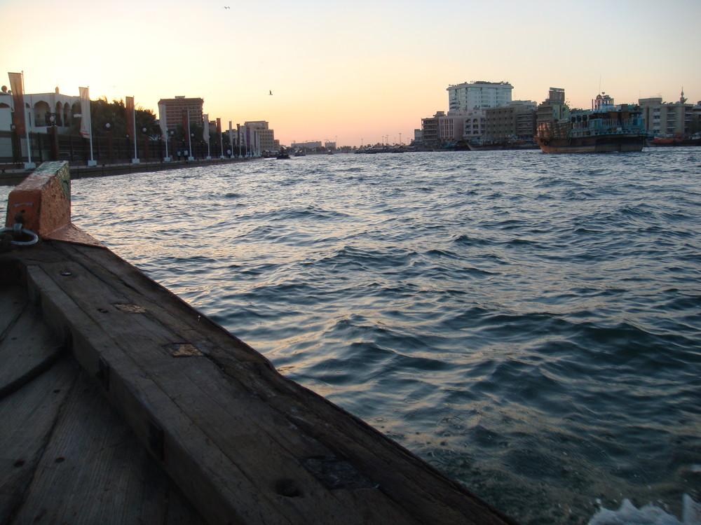 Dämmerung auf dem Dubai Creek