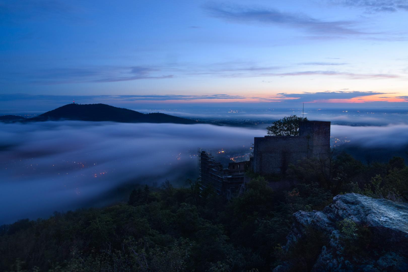 Dämmerung über Schloss Hohenbaden
