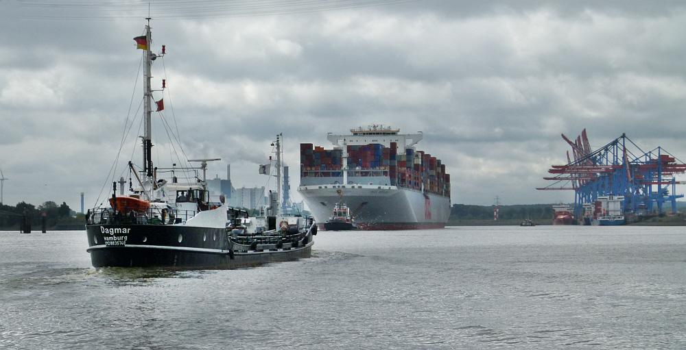 Dagmar trifft auf Containerriese:-)