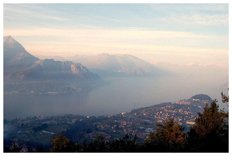 ...dal belvedere in località Macallè, la punta di Bellagio..