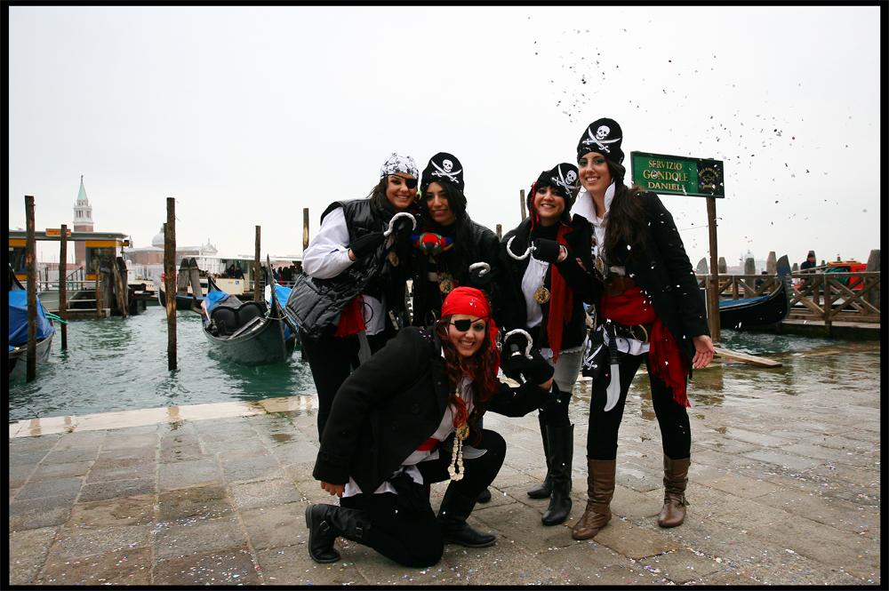 Dal carnevle di venezia ecco i veri pirati in.... simpatia