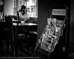 Dame im Cafe