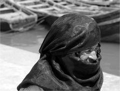 Dame im Hafen