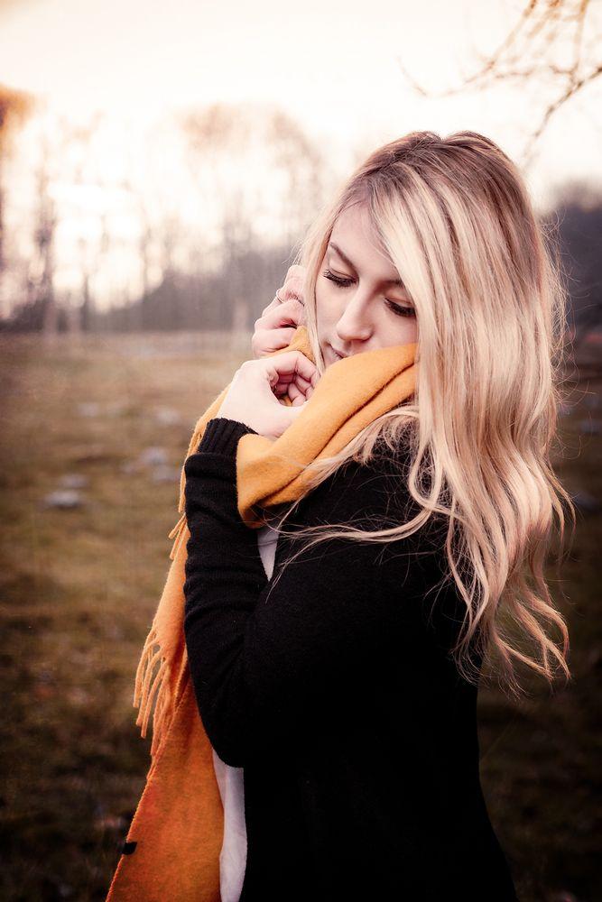 Dame mit Schal